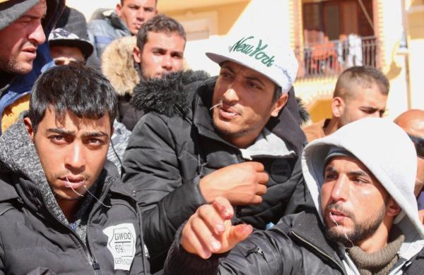 إيطاليا: مهاجرون تونسيون يخيطون أفواههم في لامبيدوزا رفضا لترحيلهم لبلادهم