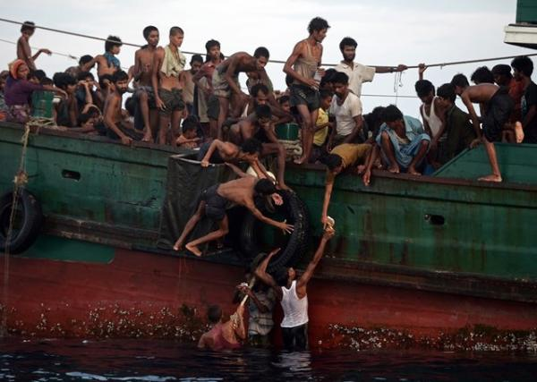 """أزمة المهاجرين واللاجئين العالمية الحدث الأبرز في 2015       و""""عدل"""" يطالب المجتمع الدولي بتحمل مسؤوليته تجاههم"""