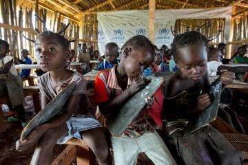 مفوضية اللاجئين تحذر من حرمان أجيال من أطفال اللاجئين من التعليم