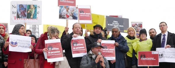 بالوقفة الأحتجاجية للتحالف الدولي بباريس:مطالبات برفع فوري للحصار وملاحقة المتورطين بأرتكاب أنتهاكات وجرائم حرب باليمن