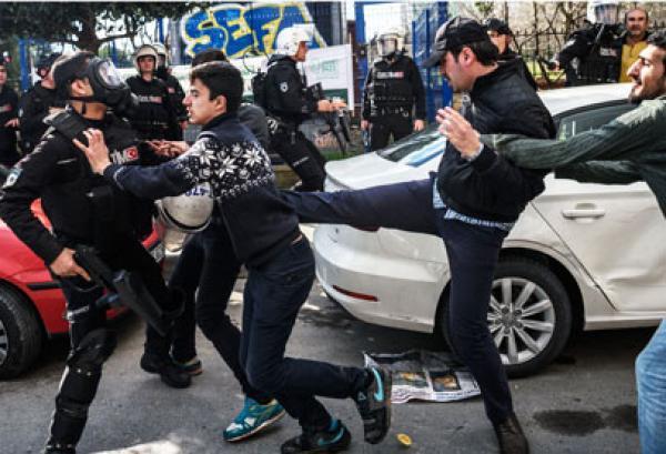 تركيا:تراجع كبيرلحقوق الإنسان وتطهير لوسائل الإعلام يهدد حرية التعبير