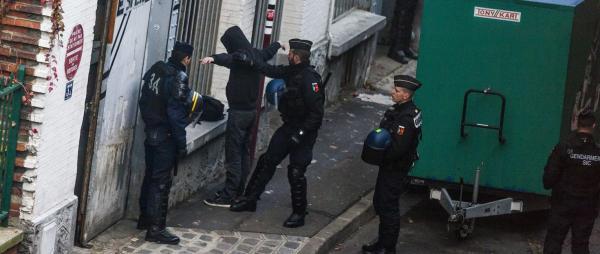 فرنسا: تدابير الطوارئ غير المتناسبة تتسبب للمئات بالصدمة