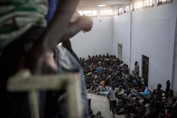 التحالف الدولي : يستنكر الأوضاع الإنسانية والانتهاكات التي يعرض لها المهجرين الأفارقة بليبيا