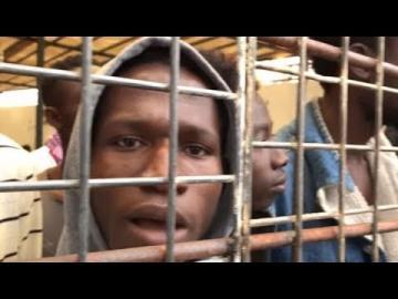 التحالف الدولي : يكلف مكتبة القانوني بمتابعة والتحقيق بقضية الأتجار بالبشر بليبيا ويصفها بالخطيرة